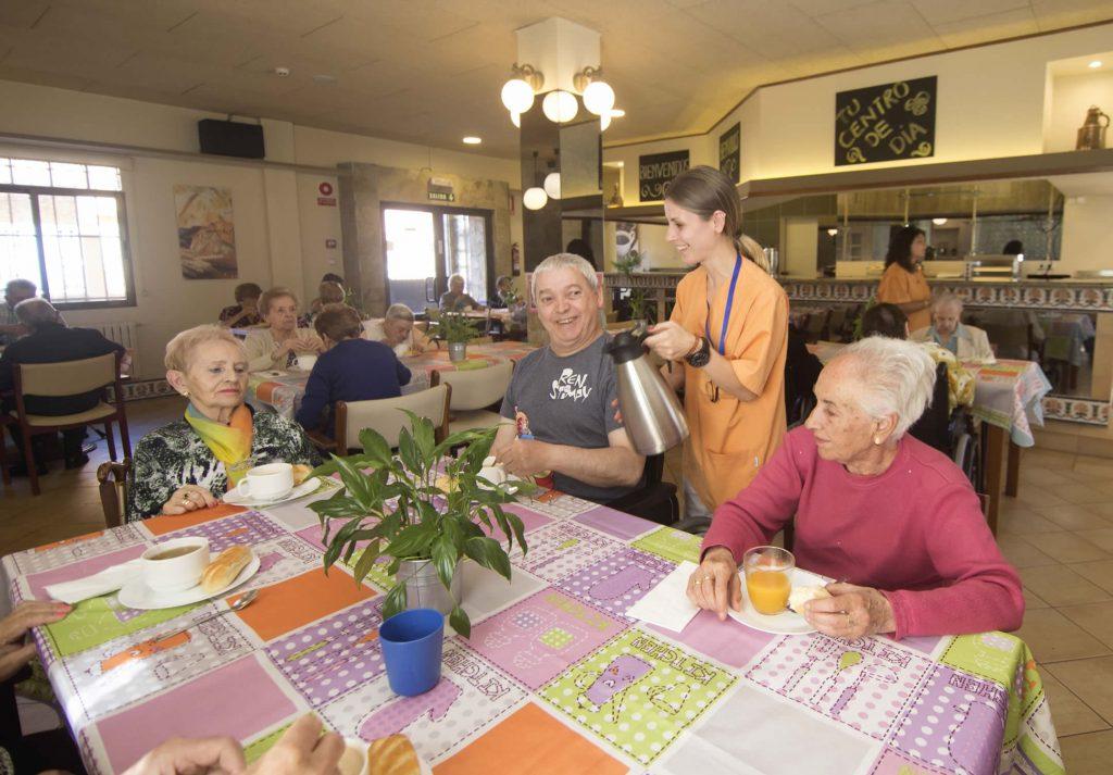 Centro de día Alegre y sano, vida social y atención de calidad