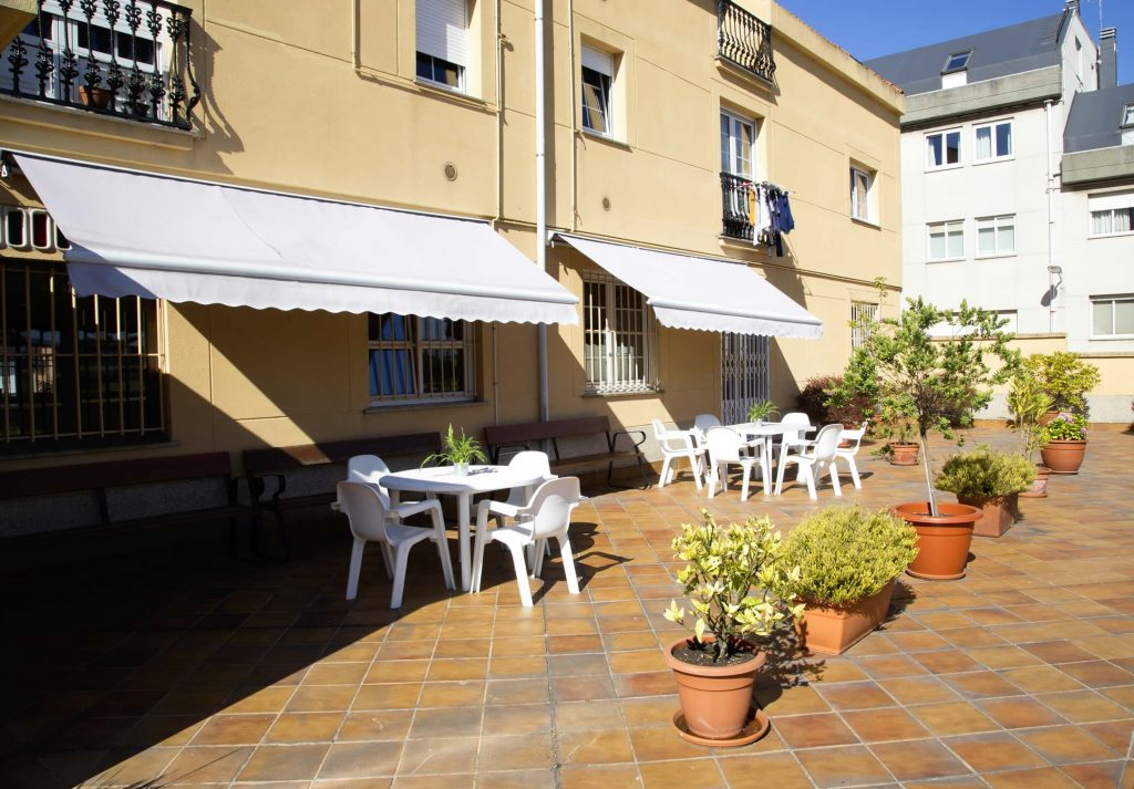 Amplias terrazas al aire libre - Hera Centro de día A Coruña